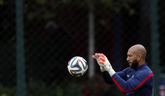 United States' goalkeeper Tim Howard works out during a training session in Sao Paulo, Brazil, Thursday, June 19, 2014. The United States will play against Portugal in group G of the 2014 soccer World Cup on June 22. (AP Photo/Julio Cortez)