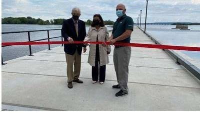 The jetty of the Sainte-Anne-de-Bellevue Canal was inaugurated this morning in the presence of Francis Scarpaleggia, Member of Parliament for Lac-Saint-Louis, Paola Hawa, Mayor of the City of Sainte-Anne-de-Bellevue and John Festarini, Director, Quebec Waterways.  Photo credit: Parks Canada (CNW Group/Parks Canada)
