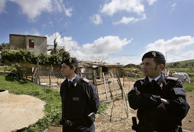 Italian police inspects the hut of Sicily Mafia's top boss Bernardo Provenzano, 12 April 2006 in the countryside of Corleone. Italian legal officials hailed, 11 April 2006, the capture of the mafia's top boss, the last senior figure in the Cosa Nostra still at liberty who had spent the past 42 years on the run. AFP PHOTO / FILIPPO MONTEFORTE (AFP Photo/Filippo Monteforte)