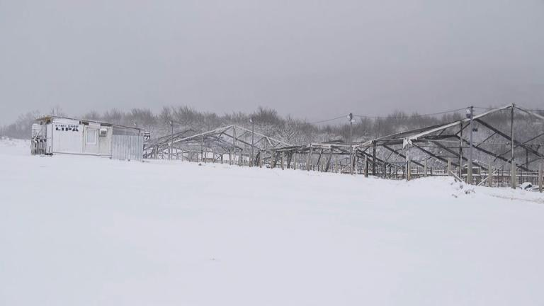 Migrants battle snow and cold after Bosnia camp shut then burnt
