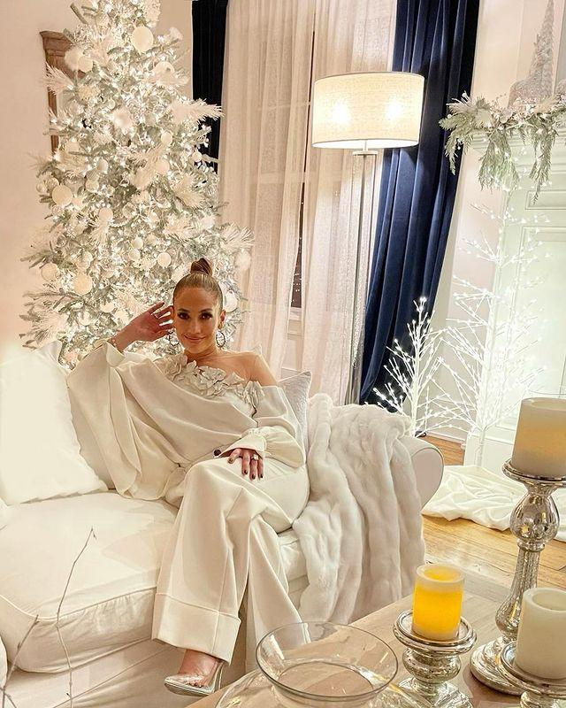 "<p>Lopez's wintery silver and white festive decorations are almost as captivating as the singer herself. The singer even coordinated her white, plush outfit with her room's decor and festive decorations. </p><p><a href=""https://www.instagram.com/p/CIE6fujllv4/?igshid=14q4x9sqqehmk"" rel=""nofollow noopener"" target=""_blank"" data-ylk=""slk:See the original post on Instagram"" class=""link rapid-noclick-resp"">See the original post on Instagram</a></p>"