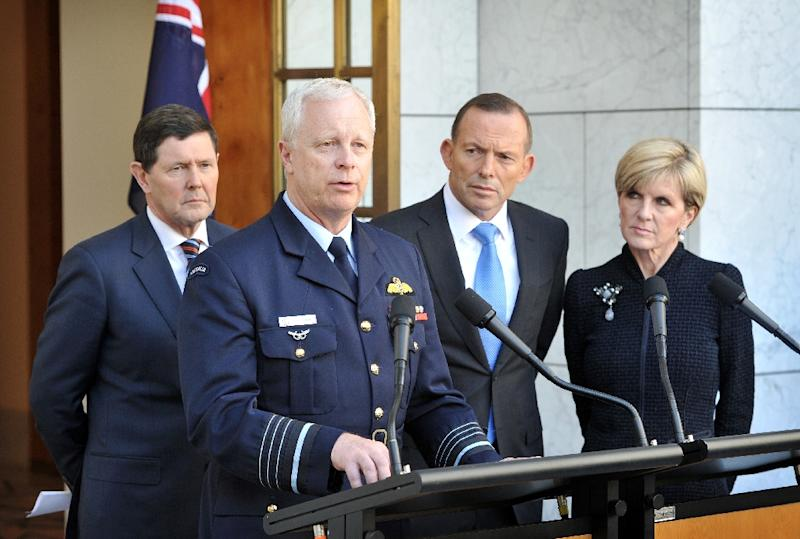 Chief of the Australian Defence Force Mark Binskin speaks to the media as Defence Minister Kevin Andrews (L), Prime Minister Tony Abbott and Foreign Minister Julie Bishop listen, during a press conference in Canberra, on September 9, 2015 (AFP Photo/Mark Graham)