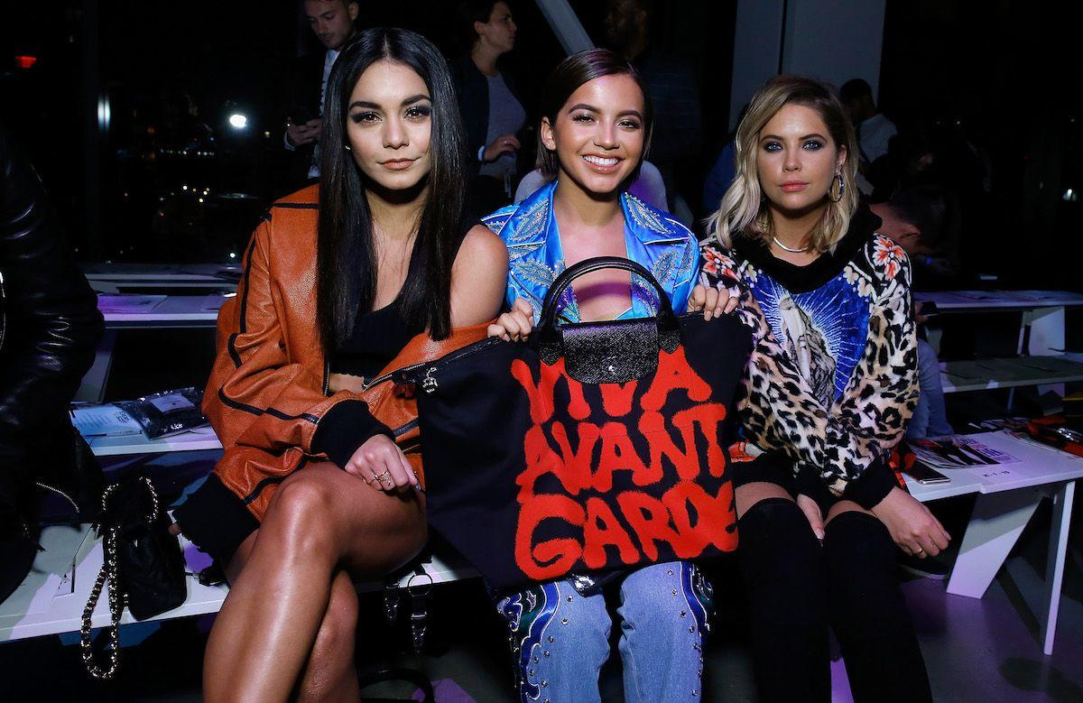 <p>Vanessa Hudgens, Isabela Moner und Ashley Benson bei Jeremy Scott (Bild: John Lamparski/WireImage) </p>