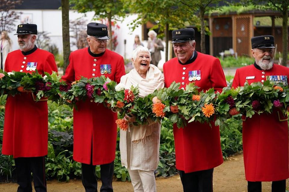 Dame Judi Dench with Chelsea Pensioners during the RHS Chelsea Flower Show press day, at the Royal Hospital Chelsea, London (Yui Mok/PA) (PA Wire)