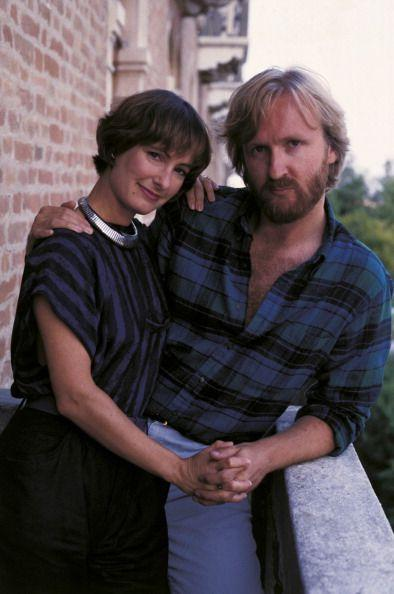"""<p><em>Titanic </em>and <em>Avatar </em>director James Cameron has been married a total of <a href=""""https://www.distractify.com/p/celebrities-multiple-marriages"""" rel=""""nofollow noopener"""" target=""""_blank"""" data-ylk=""""slk:five times"""" class=""""link rapid-noclick-resp"""">five times</a>. He was married to waitress Sharon Williams from 1978 to 1984, producer Gale Anne Hurd (1985 to 1989), director Kathryn Bigelow (1989 to 1991), <em>Terminator </em>actress Linda Hamilton (1987 to 1989), and married his current wife, actress Suzy Amis, in 2000. <br></p>"""