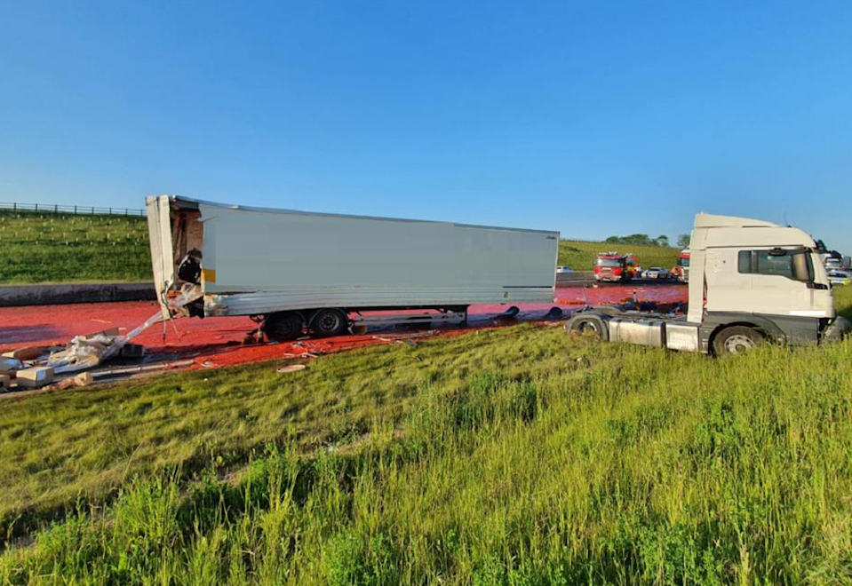 <p>Motorway closed after tomato puree spillage</p>