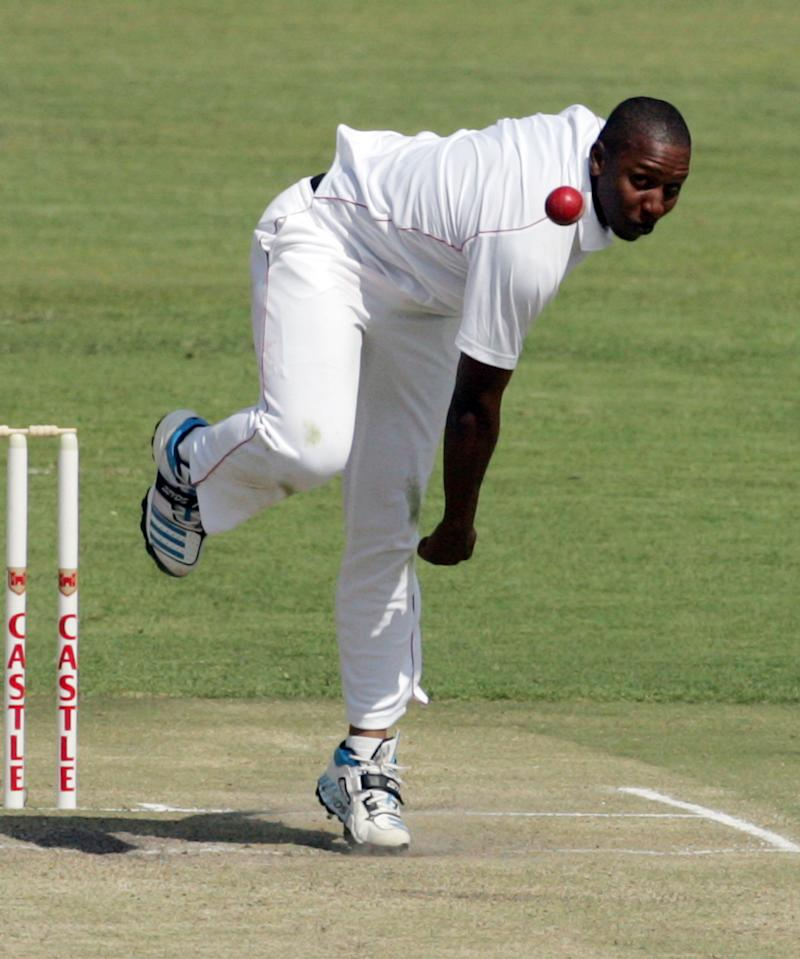 Zimbabwe bowler Tinashe Panyangara throws the ball during the third day of a test match between South Africa and hosts Zimbabwe at the Harare Sports Club on August 11, 2014