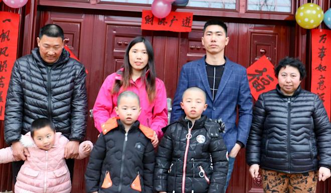 Sun Ling with her parents, brother, niece and nephews in China. Photo: Sun Ling