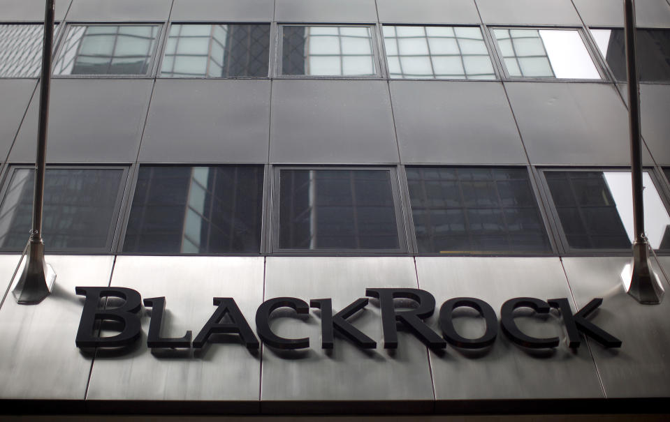 A BlackRock building is seen in New York June 12, 2009. BlackRock has agreed to buy Barclays Global Investors to create the world's biggest asset manager, BlackRock Global Investors, in a $13.5 billion deal that British bank Barclays hopes will put to rest concerns about its capital.    REUTERS/Eric Thayer (UNITED STATES BUSINESS)