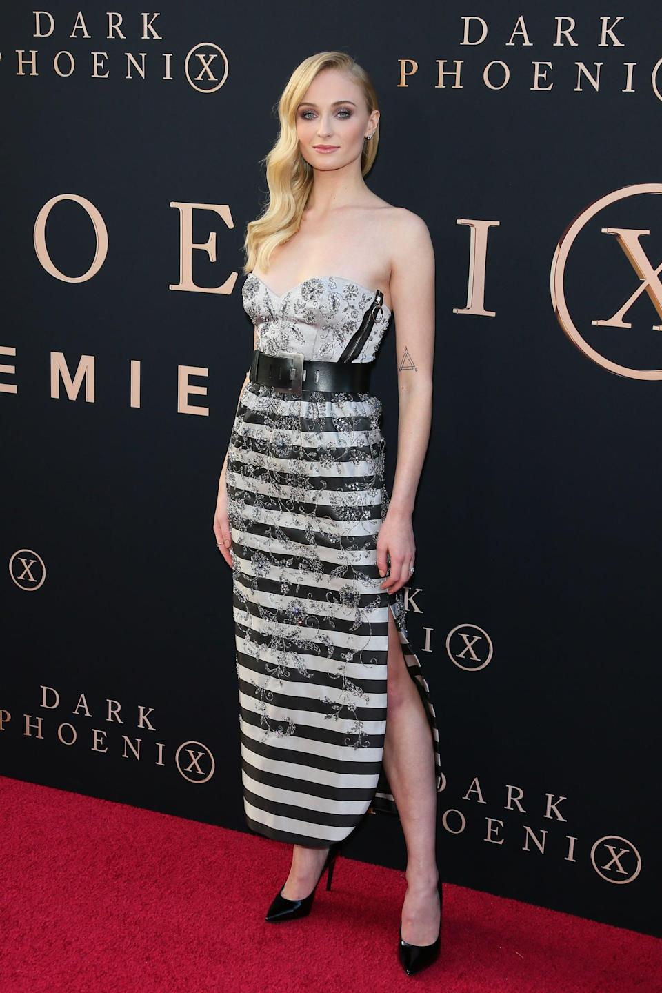 <p>Sophie went for a midi dress with a strapless sweetheart neckline from LV's resort 2020 collection for the <b>X-Men: Dark Phoenix</b> premiere in Hollywood.</p>