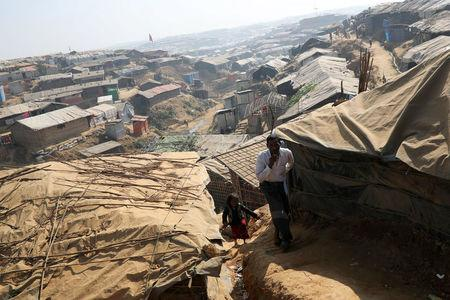 Rohingya refugees walk along the Kutupalong refugee camp in Cox's Bazar, Bangladesh, January 21, 2018. REUTERS/Mohammad Ponir Hossain