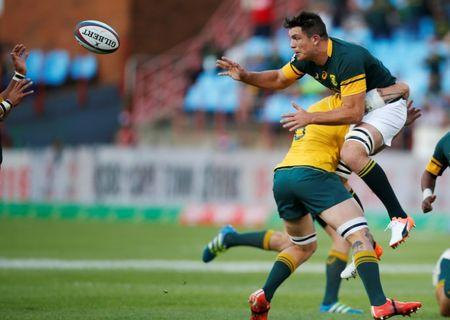 South Africa Rugby Union - Rugby Championship - Australia's Wallabies v South Africa's Springboks - Loftus Versfeld Stadium, Pretoria, South Africa - 01/10/2016 Australia's Sean McMahon (L) challenges South Africa's Francois Louw. REUTERS/Siphiwe Sibeko