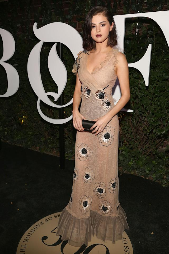<h2>Selena Gomez in Rodarte And Tod's Clutch</h2>                                                                                                                                                                                                                                      <h4>Getty Images</h4>