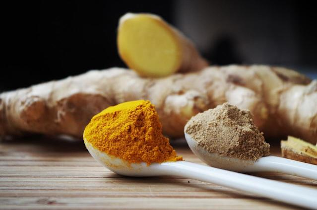 Turmeric contains curcumin, which has notable antioxidant properties. It also has antibacterial, anti-inflammatory and stomach soothing benefits. It reduces inflammation by stimulating the adrenal glands to increase the hormone that lessens inflammation. Turmeric also helps in digestive problems by stimulating bile flow.