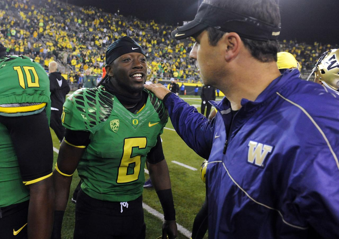 EUGENE, OR - OCTOBER 6: Running back De'Anthony Thomas #6 of the Oregon Duck speaks with head coach Steve Sarkisian after the game on October 6, 2012 at Autzen Stadium in Eugene, Oregon. Oregon won the game 52-21. (Photo by Steve Dykes/Getty Images)