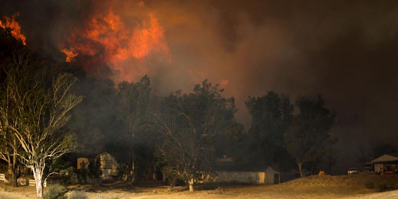 250,000 flee raging wildfires across California