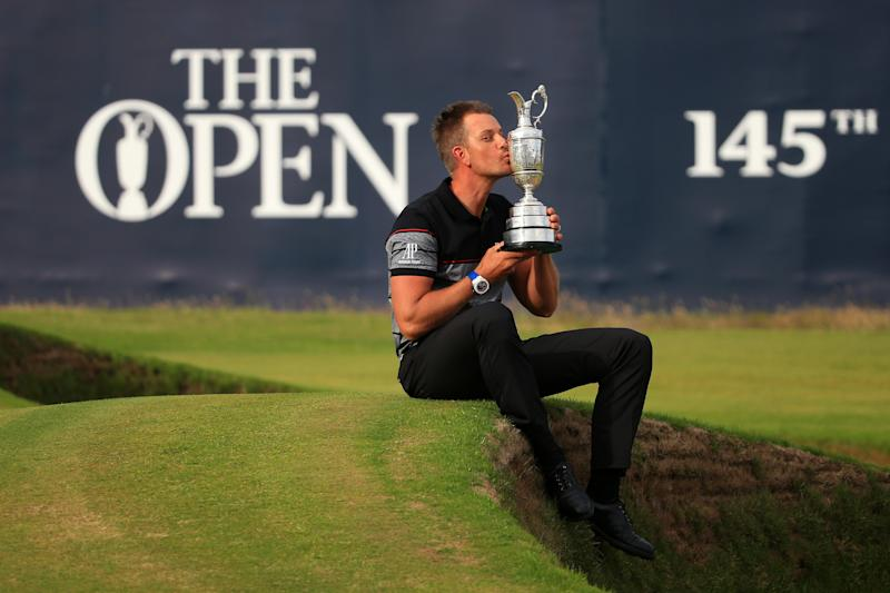 TROON, SCOTLAND - JULY 17: Henrik Stenson of Sweden celebrates victory as he kisses the Claret Jug on the the 18th green after the final round on day four of the 145th Open Championship at Royal Troon on July 17, 2016 in Troon, Scotland. Henrik Stenson of Sweden finished 20 under for the tournament to claim the Open Championship. (Photo by Matthew Lewis/Getty Images)