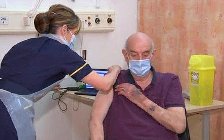 The first vaccine is administered in Oxford - Sky News