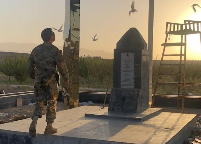 Gen Miller pays his respects at the monument to Mike Spann, 19 October 2020