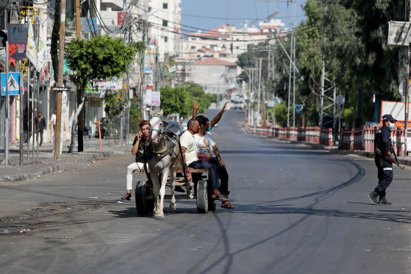 Gaza in lockdown to contain its first COVID-19 outbreak
