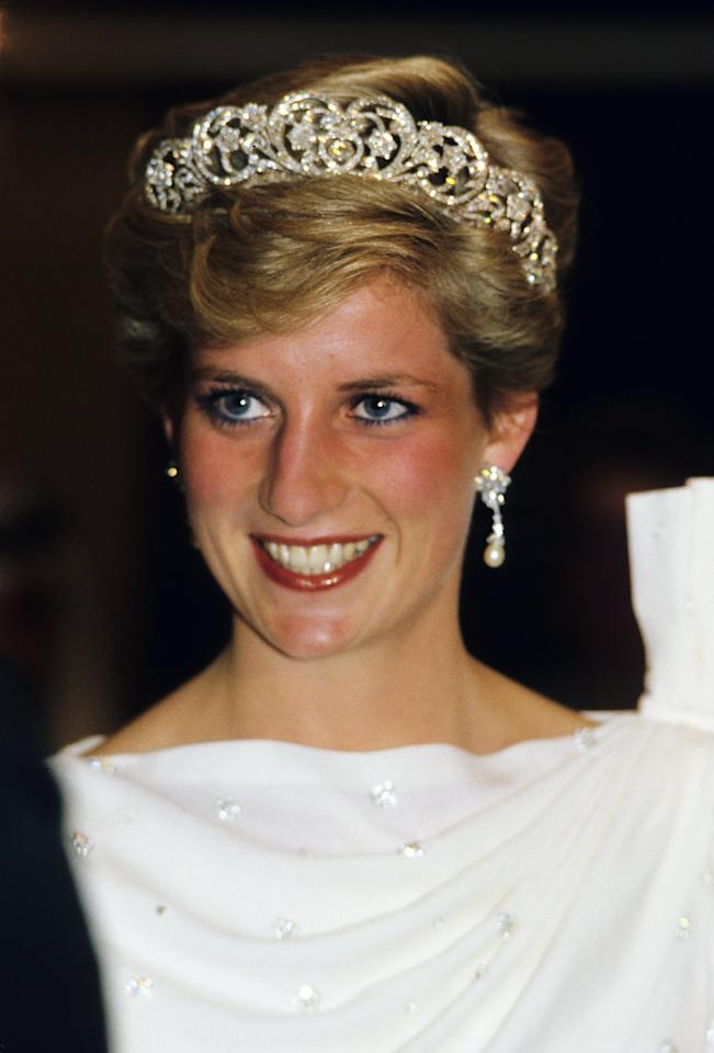 <p>Princess Diana incorporated soft waves into her hair in November 1986.</p>