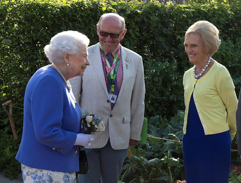 Baking Queen and Her Majesty: Mary Berry with Queen Elizabeth II (REUTERS)