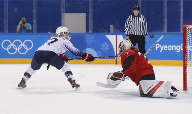 Jocelyne Lamoureux-Davidson of the U.S. (L) misses a penalty shot against Canada goalkeeper Genevieve Lacasse. (REUTERS)