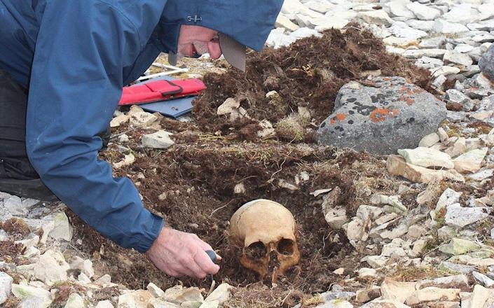 The remains of the officer were discovered on King William Island, Nunavut, a vast Canadian archipelago, in 1859 and were buried. In 2013, the grave was excavated and scientists began their search - Robert W. Park