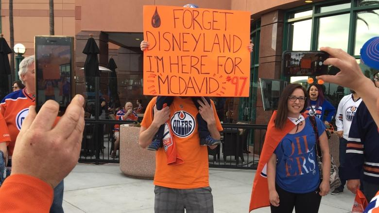 Playoff fever changes plans for Oilers fans on vacation in California