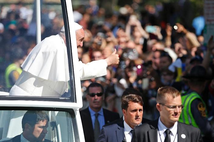 Pope Francis greets the crowd on September 23, 2015, during a parade in Washington, DC (AFP Photo/Alex Brandon)