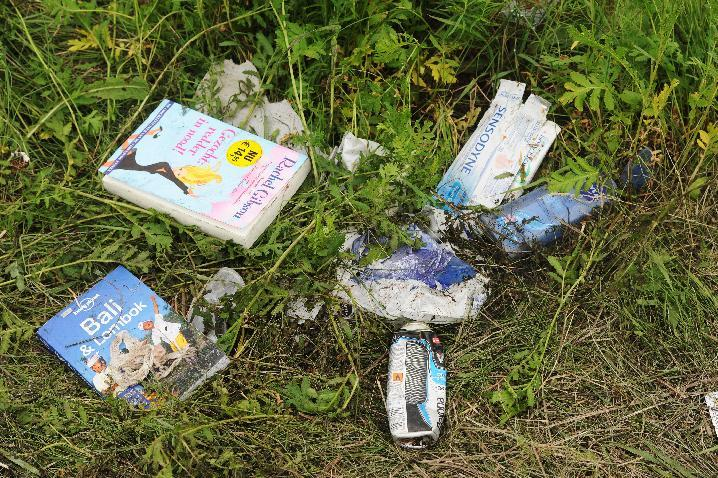 Belongings of passengers on the site of the crash of the Malaysia Airlines jet, near the town of Shaktarsk, in rebel-held east Ukraine on July 18, 2014 (AFP Photo/Dominique Faget)