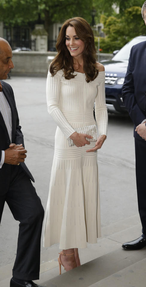 <p>To present the Art Fund Museum of the Year 2016 prize, the Duchess of Cambridge dressed just like a trendy gallery girl in a white off-the-shoulder dress from Brazil-born, London-based designer Barbara Casasola. She paired the hot trend with coral heels and a perfect blowout. <i>(Photo: Getty Images)</i></p>