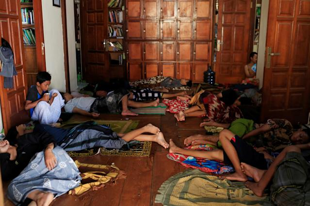 <p>Students sleep on a dormitory floor at Lirboyo Islamic boarding school in Kediri, Indonesia, May 25, 2018. (Photo: Beawiharta/Reuters) </p>