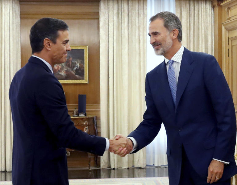 Spain's caretaker Prime Minister Pedro Sanchez, left, shakes hands with Spain's King Felipe VI before a meting at the Zarzuela Palace on the outskirts of Madrid, Spain, Tuesday Sept. 17, 2019. Spain's King Felipe VI is wrapping up two days of talks with political party leaders, hoping he can find a candidate that can win parliament's backing to form a government and avert a second national election this year. (Ballesteros/Pool photo via AP)