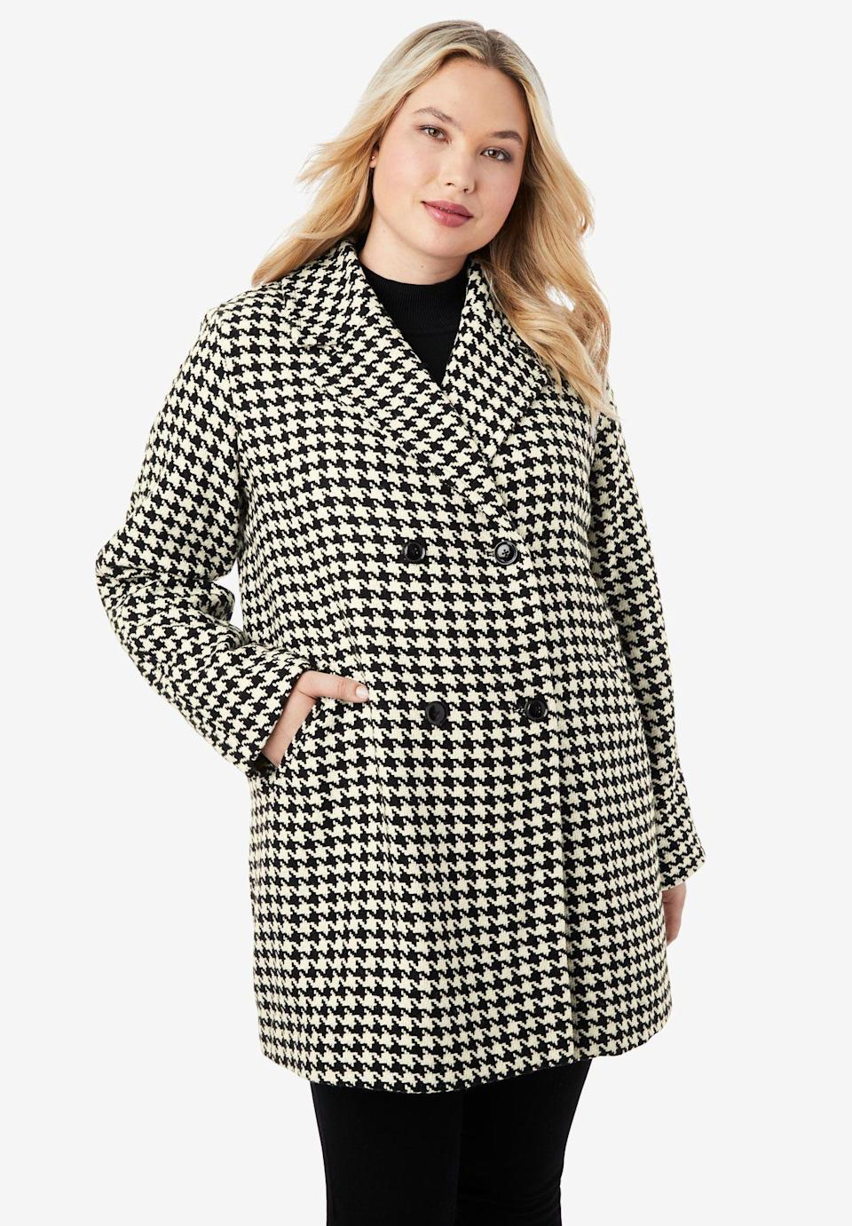 """<p><strong>Jessica London</strong></p><p>fullbeauty.com</p><p><strong>$89.99</strong></p><p><a href=""""https://go.redirectingat.com?id=74968X1596630&url=https%3A%2F%2Fwww.fullbeauty.com%2Fproducts%2Fa-line-peacoat%2F1022911.html%3FcartCookie%3Dfalse%26isRedirect%3Dtrue%23close&sref=https%3A%2F%2Fwww.oprahmag.com%2Fstyle%2Fg33266496%2Fplus-size-coats%2F"""" rel=""""nofollow noopener"""" target=""""_blank"""" data-ylk=""""slk:SHOP NOW"""" class=""""link rapid-noclick-resp"""">SHOP NOW</a></p><p>Are you mad for plaid? Then you'll love this sophisticated peacoat, which feels a bit retro thanks to a graphic ivory and black houndstooth pattern. </p>"""