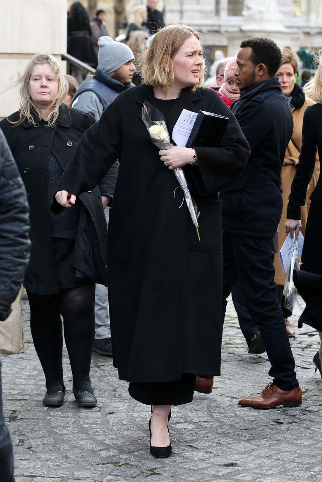 Adele at the Grenfell memorial. (Credit: REX)