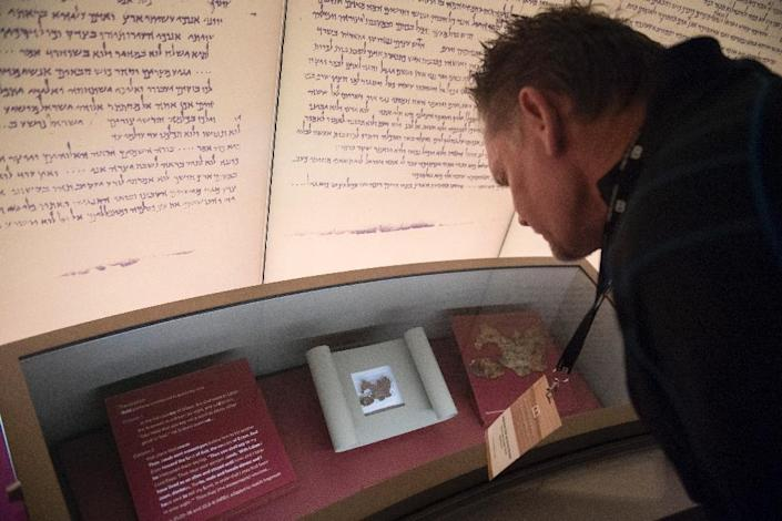 Scholars suspect many of the Dead Sea Scroll fragments at Washington's Museum of the Bible, shown here, are forgeries -- and new research has backed up suspicions that at least five are fake (AFP Photo/SAUL LOEB)