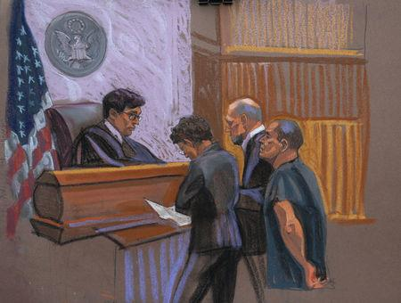"Joaquin ""El Chapo"" Guzman (r) and defense attorneys Michael Schneider (c, r) and Michelle Gelernt (c, l) are seen in this court sketch in the Brooklyn borough of New York City, New York, U.S. January 20, 2017.  REUTERS/Christine Cornell"