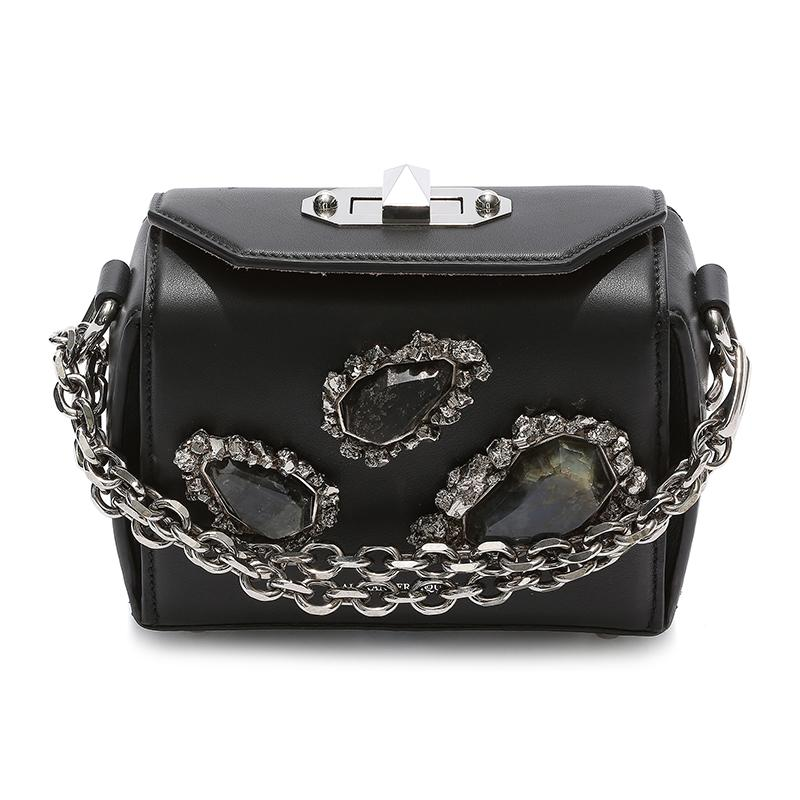 "<a rel=""nofollow"" href=""http://rstyle.me/n/cmeqdcjduw"">Box Bag 16, Alexander McQueen, $2590</a>"