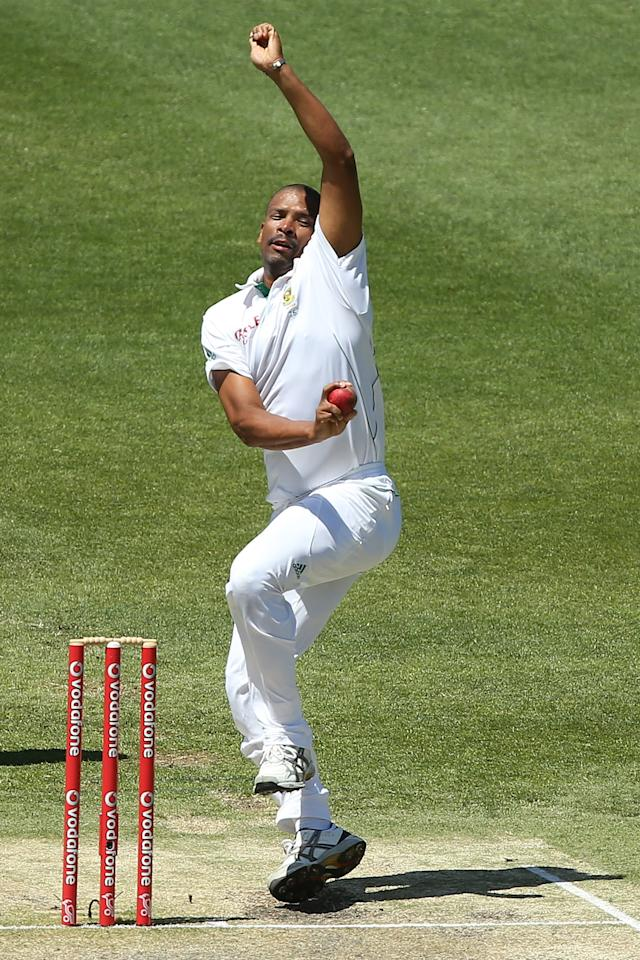 BRISBANE, AUSTRALIA - NOVEMBER 13:  Vernon Philander of South Africa bowls during day five of the First Test match between Australia and South Africa at The Gabba on November 13, 2012 in Brisbane, Australia.  (Photo by Chris Hyde/Getty Images)