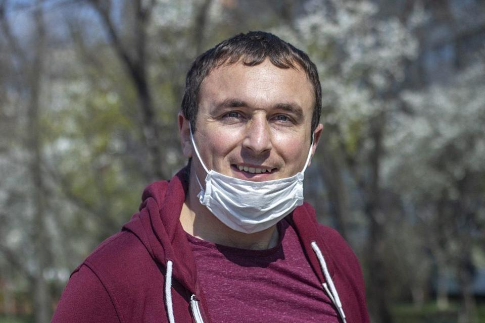 man wearing a surgical face mask on his chin breaking face mask policy