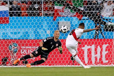 Soccer Football - World Cup - Group C - Peru vs Denmark - Mordovia Arena, Saransk, Russia - June 16, 2018 Denmark's Kasper Schmeichel looks on as Peru's Christian Cueva misses a penalty REUTERS/Carlos Garcia Rawlins