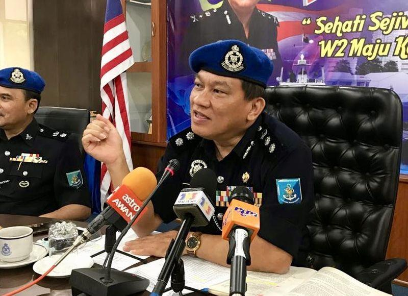 Region Two marine police commander Assistant Commissioner Paul Khiu Khon Chiang warned that the police will continue to crack down on those who deal in contraband cigarettes. — Picture by Ben Tan
