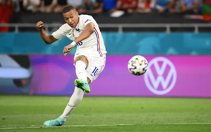 Kylian Mbappe is thwarted by Rui Patricio - Franck Fife - Pool/Getty Images