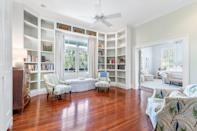 <p>Upstairs you'll find a luxurious main suite boasting remote-controlled shades and a sitting room with high ceilings and floor-to-ceiling built-ins.</p>