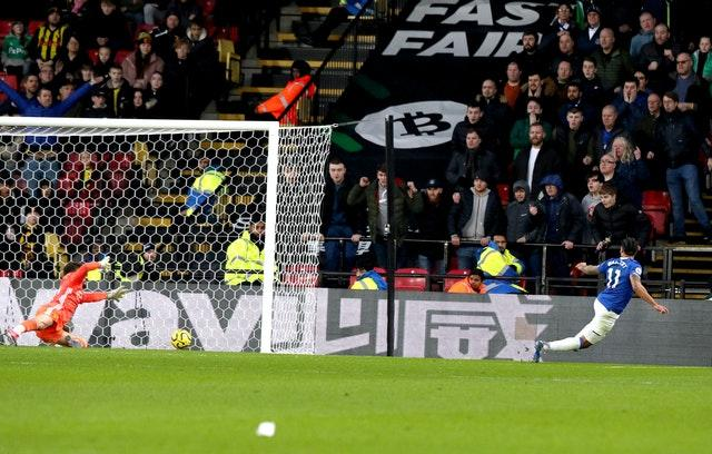 Everton's Theo Walcott, right, grabs a dramatic, late goal to hand Watford a 3-2 defeat