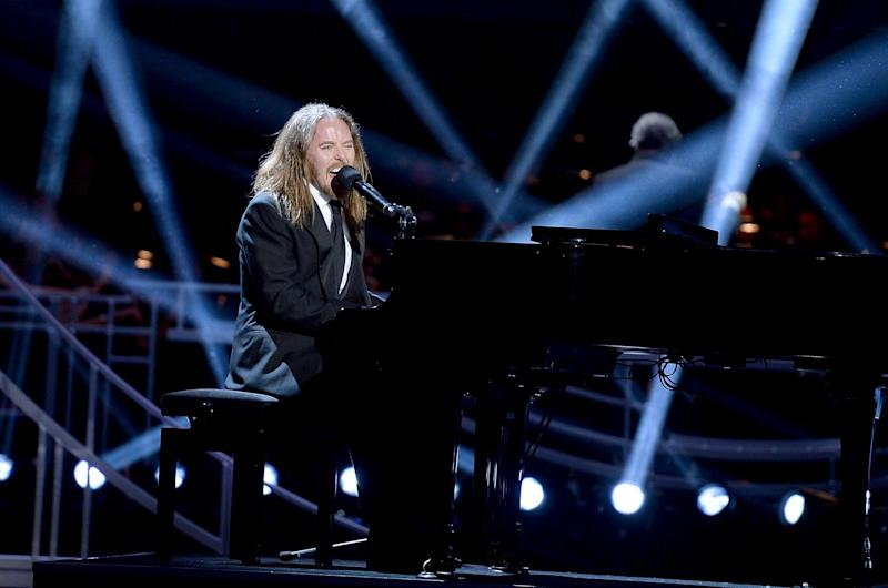 Tim Minchin performs at the 2017 Olivier Awards (Getty Images)