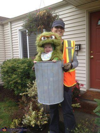 "Vía <a href=""http://www.costume-works.com/costumes_for_babies/oscar-the-not-so-grouchy-grouch.htm"" target=""_blank"">Costume-Works.com</a>"