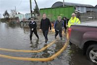 Britain's Prime Minister David Cameron (2nd L) with Bridgwater and West Somerset MP Ian Liddell-Grainger (3rd L) during a visit to flood affected areas at Goodings Farm in Fordgate, Somerset February 7, 2014. REUTERS/Tim Ireland/Pool