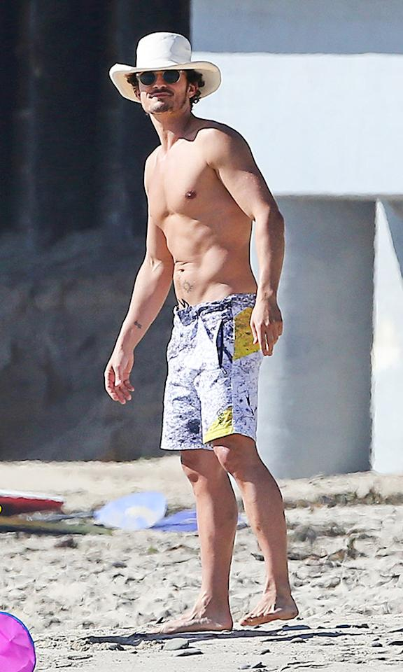 **EXCLUSIVE* Malibu, CA - Orlando Bloom and wife Miranda Kerr spend the day at beach in Malibu with son Flynn. Miranda showed off her great body in Black bikini and later on wearing a Summer dress and a sun hat while playing with son Flynn. Orlando was having a great time flying a colorful Kite with son Flynn and his little friend. **Shot on Feb 16, 2013**AKM-GSI          February 16, 2013To License These Photos, Please Contact :Steve Ginsburg(310) 505-8447(323) 4239397steve@ginsburgspalyinc.comsales@ginsburgspalyinc.comorKeith Stockwell(310) 261-8649(323) 325-8055 keith@ginsburgspalyinc.comginsburgspalyinc@gmail.com